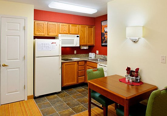 North Dartmouth, MA: Suite Kitchen