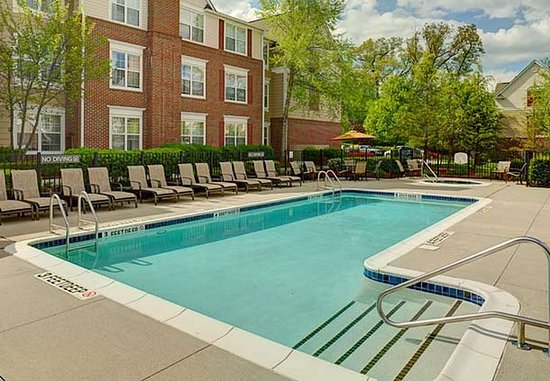 Saddle River, NJ: Outdoor Pool & Spa