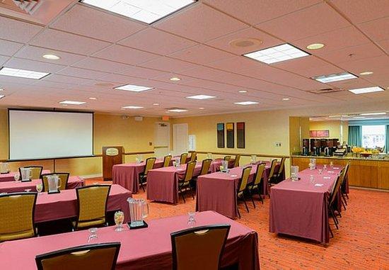 Residence Inn Frederick: Meeting Room – Classroom Setup