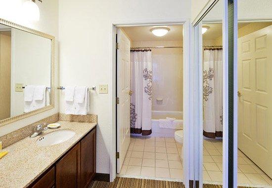 Oak Brook, IL: Suite Bathroom