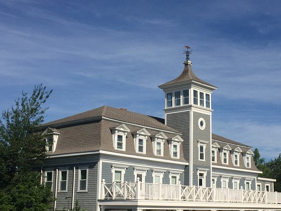 Block Island, RI: View of the hotel, from the street.