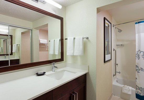 Plantation, FL: Suite Bathroom