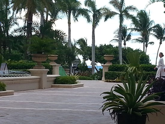 The Ritz-Carlton Key Biscayne, Miami: on the way to the beach