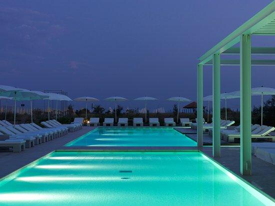 Hotel Mediterraneo: Piscina