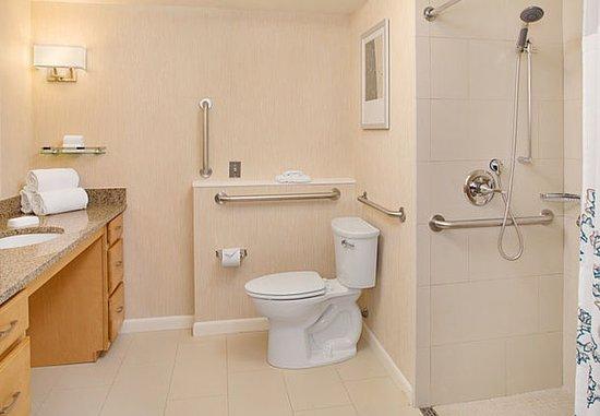 White Plains, Нью-Йорк: Studio King - Bathroom