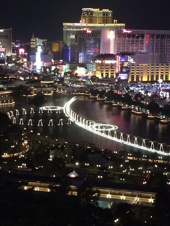 Fontaines du Bellagio : A view from the Cosmopolitan balcony