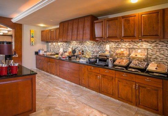 Dulles, VA: Complimentary Breakfast Buffet