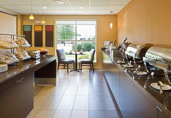 Cedar Rapids, IA: Breakfast Buffet