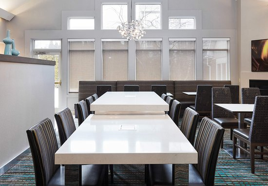 Pontiac, MI: Communal Table