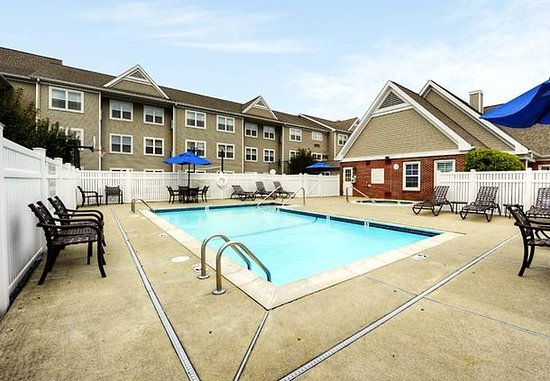 Foxboro, Массачусетс: Outdoor Pool & Whirlpool