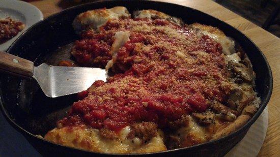 Peoria Heights, إلينوي: Upper crust deep dish Pizza