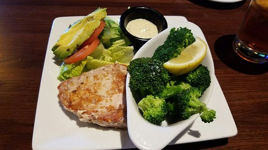 Greenwood Village, Колорадо: Tuna sandwich, no bun, broccoli in lieu of potatoes - delicious