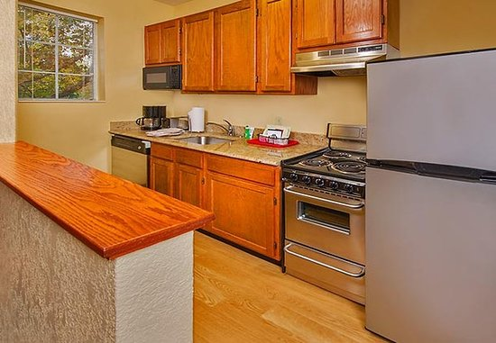 Falls Church, Virginie : Fully-Equipped Kitchen