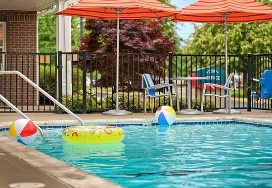 Blue Ash, OH : Outdoor Pool