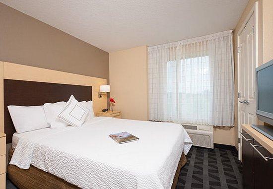 Johnston, Αϊόβα: Two-Bedroom Suite – Sleeping Area