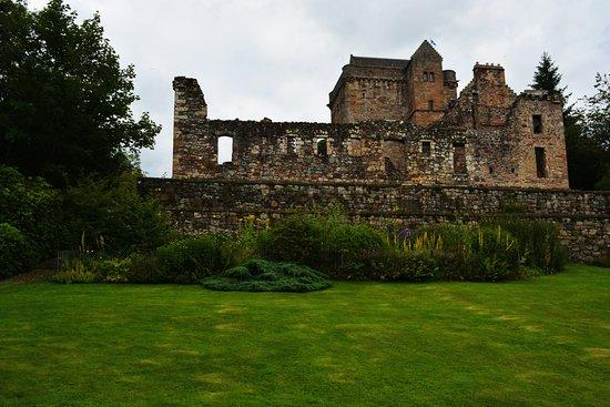 Dollar, UK: Garten mit Burg