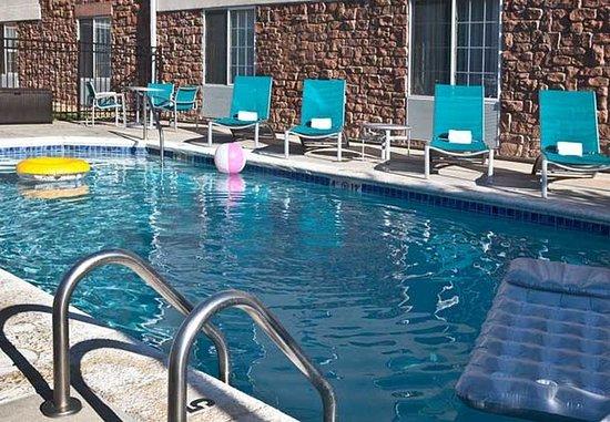 Littleton, CO: Outdoor Pool