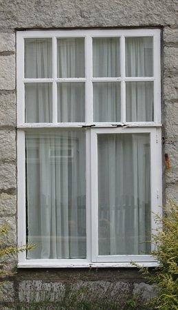 Warner Leisure Hotels Bodelwyddan Castle Historic Hotel: 1 of 2 rotten window frames