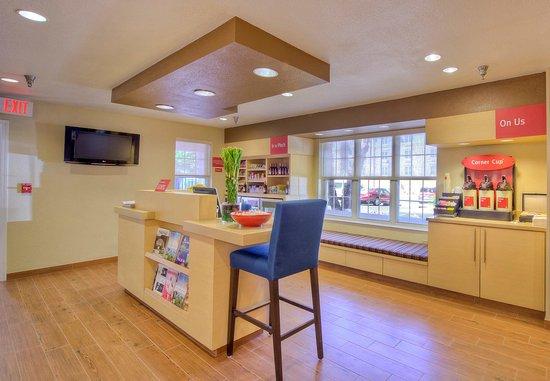 Cary, Carolina do Norte: Business Center & Coffee Station