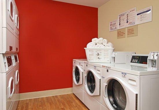 Redwood City, CA: Guest Laundry