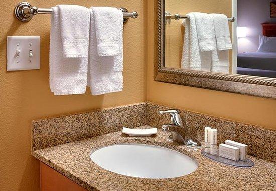 Sierra Vista, AZ: Suite Vanity