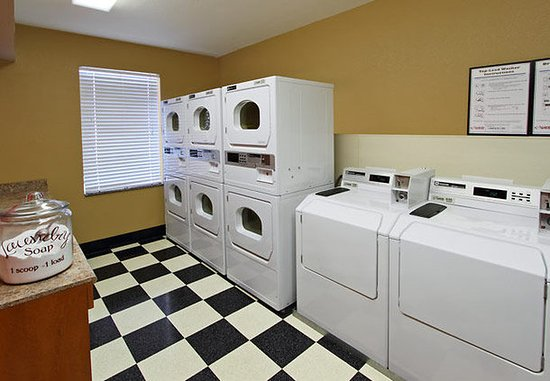 Sunnyvale, CA: Guest Laundry Room