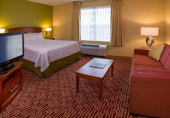 TownePlace Suites Chantilly Dulles South: Studio Suite Sleeping Area