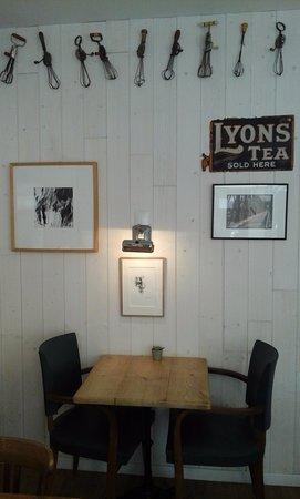 Saint-Cyprien, France : salle du restaurant