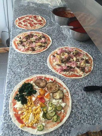 San Martino in Badia, Italien: Genussvolle Momente mit Blick auf den Peitlerkofel im Cristlà Restaurant &Pizza. Schönes gemütli