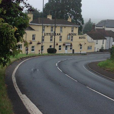 Littledean, UK: Front of hotel