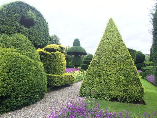 Kendal, UK: Topiary gardens