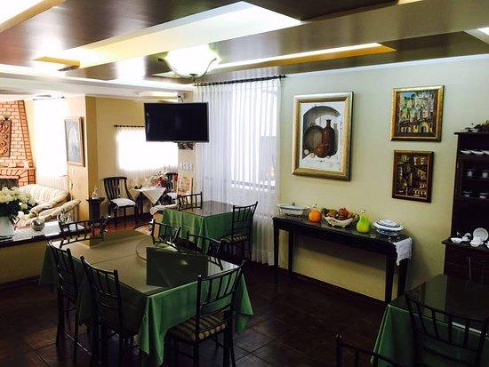 Hotel Mak Inn House : El desayuno en un lugar acogedor