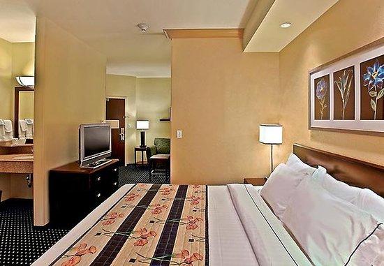 Lancaster, CA: King Suite
