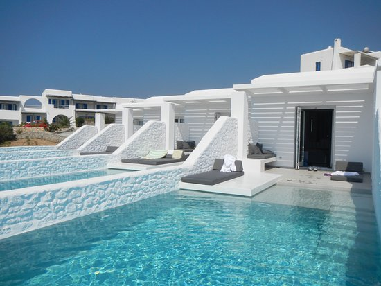 Paros Agnanti Resort: New rooms with infinity pools