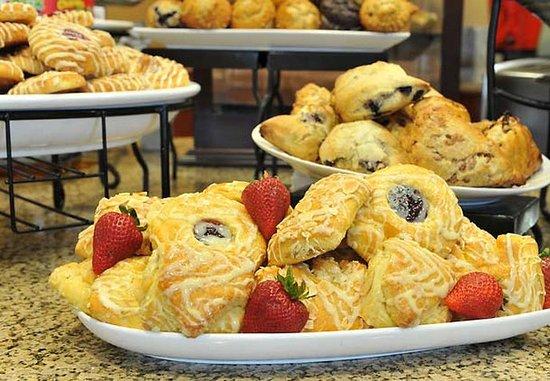 Kennesaw, GA: Complimentary Breakfast Buffet