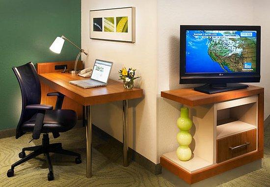 Lincolnshire, IL: Suite Work Area