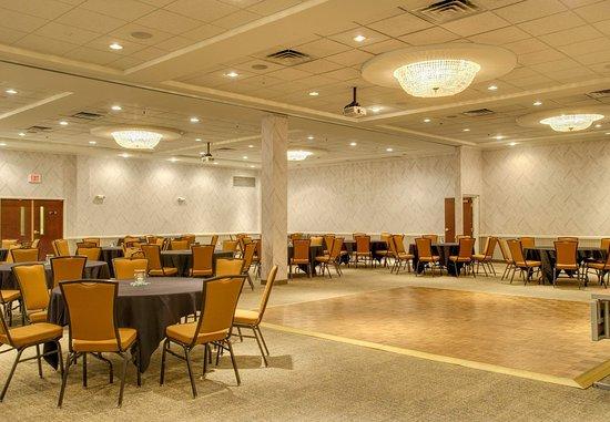 Lawrence, KS: Ballroom - Reception Setup