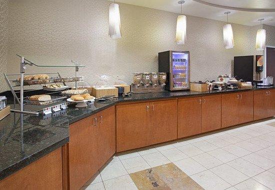 Longmont, CO: Suite Seasons Breakfast Buffet
