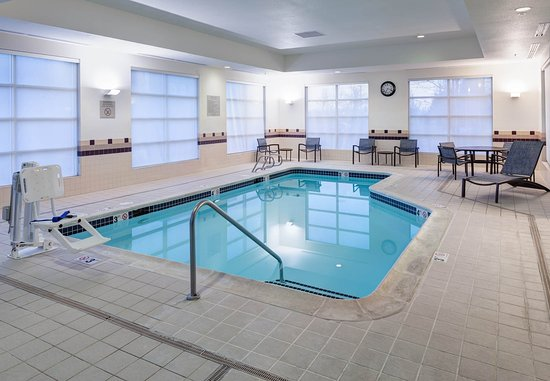 SpringHill Suites Portland Vancouver: Indoor Pool