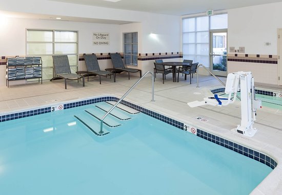 SpringHill Suites Portland Vancouver: Indoor Pool & Hot Tub