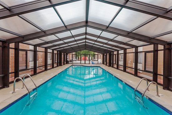 Mundelein, IL: Pool with Retractable Roof