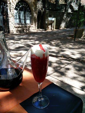 Solsona, Spanje: Sorbete de fresa con mouse de chocolate blanco