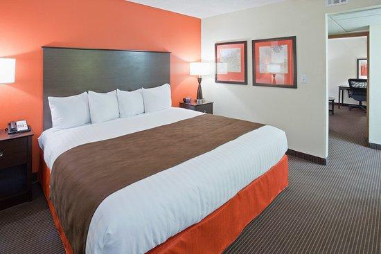 AmericInn Hotel & Suites Apple Valley: Americ Inn Apple Valley Room Suite Bedroom