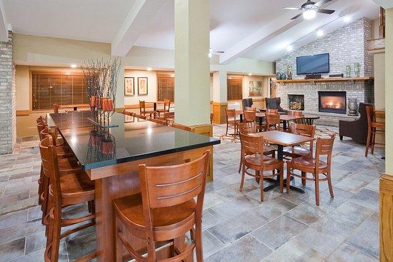 Americ Inn Apple Valley Lobby