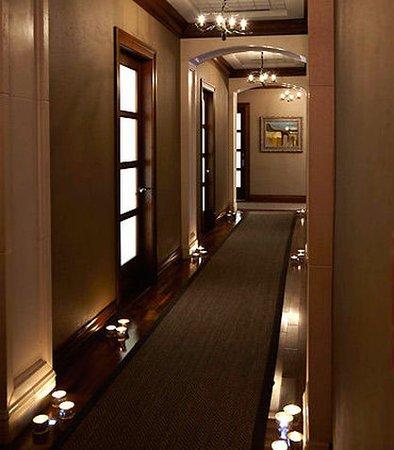 Pittsford, Nova York: Spa at the Del Monte - Treatment Room Hallway
