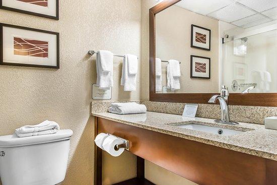 Mars, Pensilvania: Bathroom