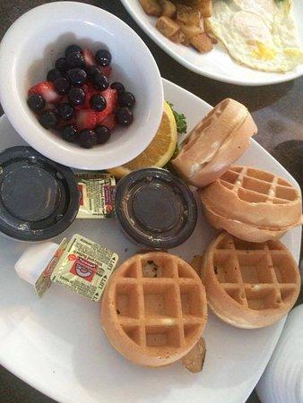 Holiday Inn Resort Daytona Beach Oceanfront: Mini Waffles w/ fruit & Whip cream