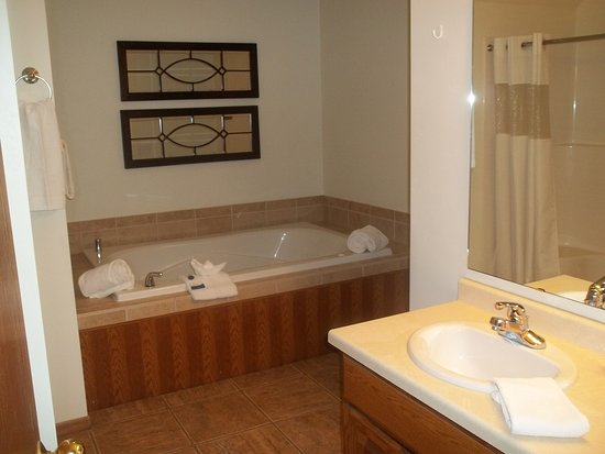 ‪‪Meadow Ridge Resort‬: large ensuite‬