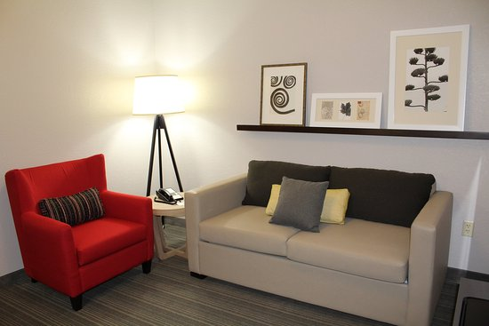 Brooklyn Center, MN: New Business Class Suites KNEE