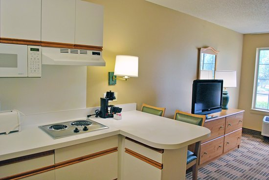 Bridgeton, MO: Fully-Equipped Kitchens